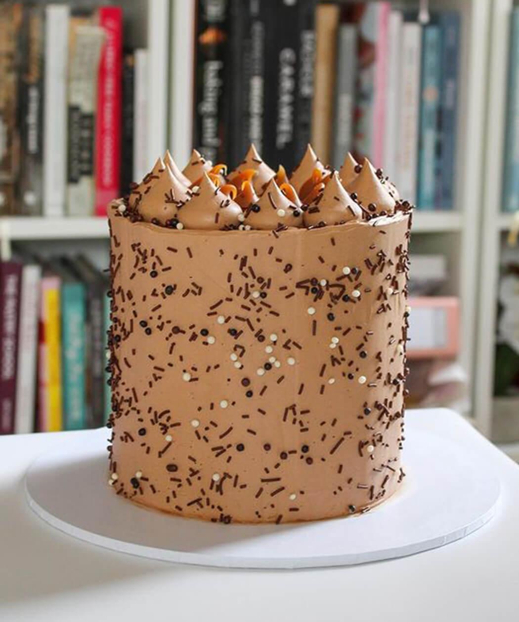 Peach Patisserie bespoke cake image